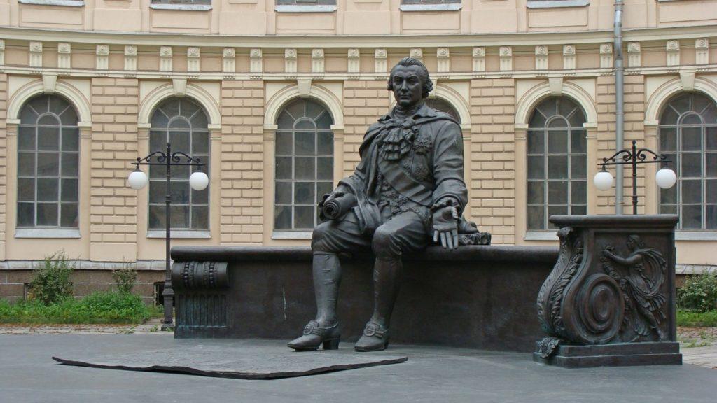 Памятник И.И.Шувалову в Петербурге