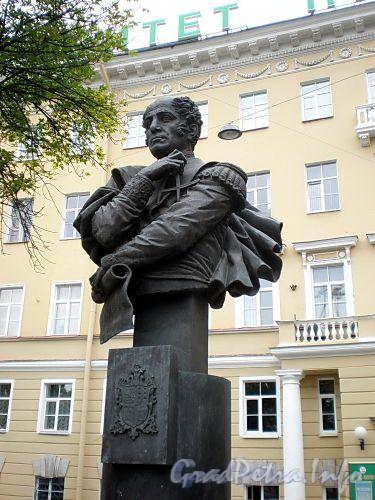 Памятник А.А.Бетанкуру в Петербурге