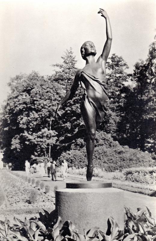 Памятник Г.С.Улановой в Петербурге