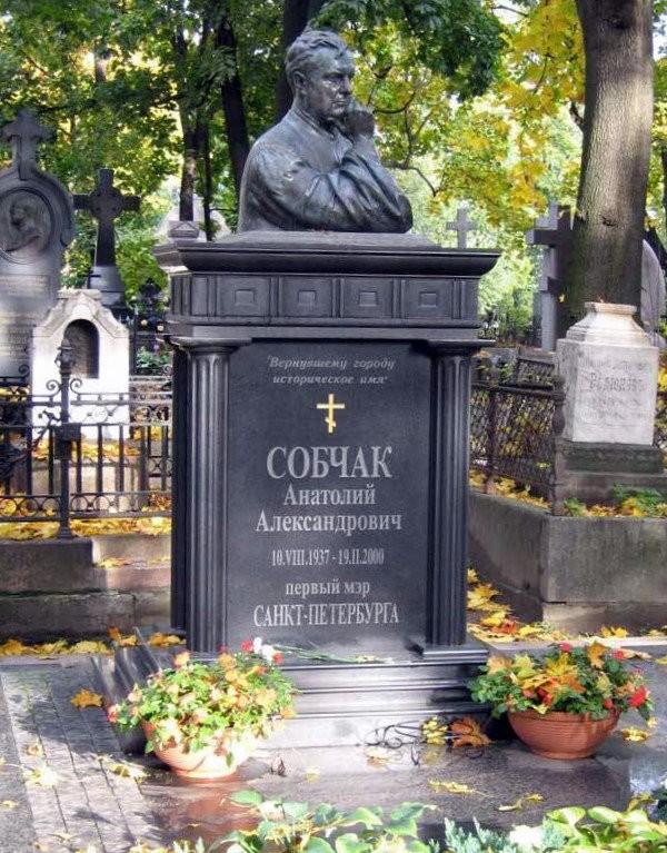 Памятник А.А. Собчаку в Петербурге