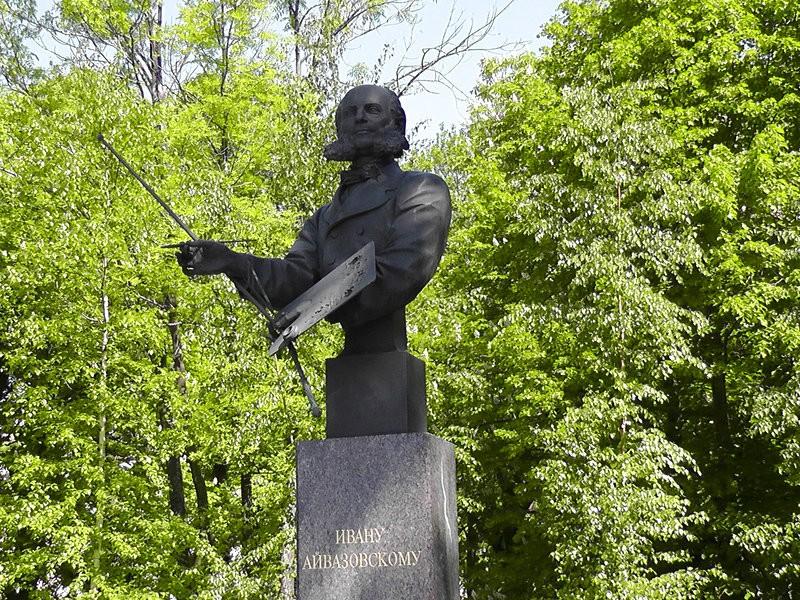 Памятник И.К.Айвазовскому в Петербурге