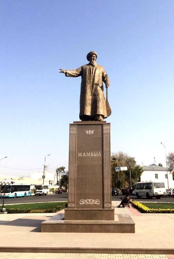 Памятник Джамбулу Джабаеву в Петербурге