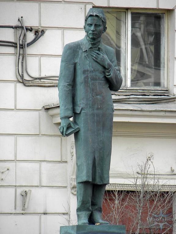 Памятник Г.Тукаю в Петербурге