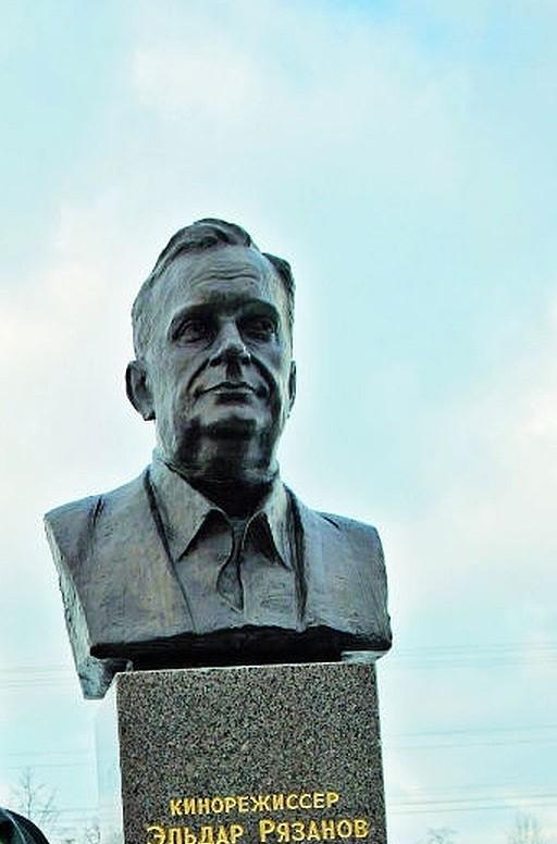 Бюст Э.А.Рязанова в Петербурге