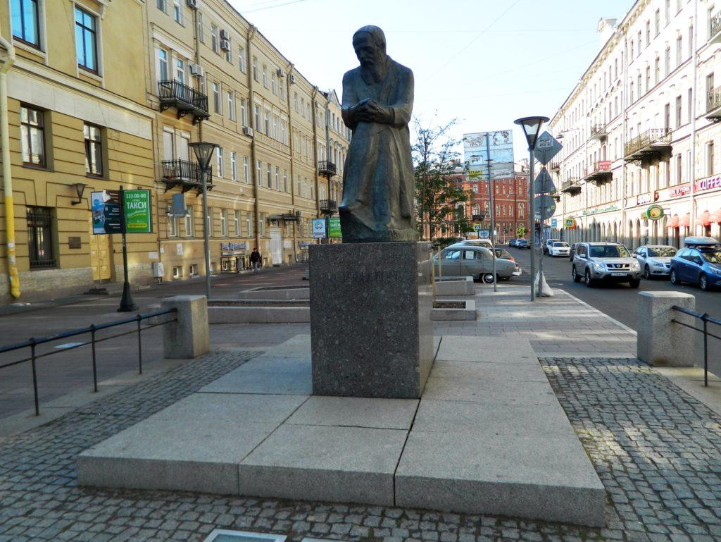Памятник Ф.М. Достоевскому в Петербурге