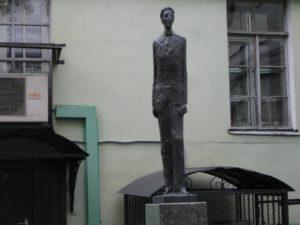 Статуя А.А.Блока в Петербурге на Университетской набережной