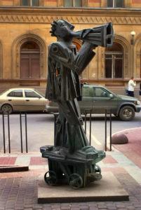 Памятник «Неизвестный организатор» в Петербурге на ул. Правды
