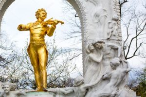Памятник И.Штраусу в Петербурге на Садовой ул.