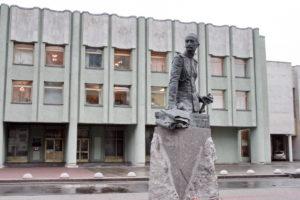 Памятник А.А.Брусилову в Петербурге на Таврической ул.
