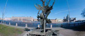 Памятник А.Нобелю в Петербурге на Петроградской набережной
