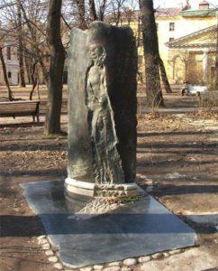 Памятный знак А.А. Ахматовой в Петербурге в Шереметевском саду