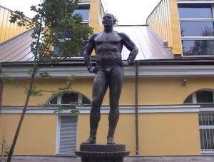 Статуя А.А.Карелина в Петербурге
