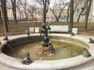 Скульптуры для фонтанов (двух) «Мальчик с лягушками» в Петербурге в Никольском сквере