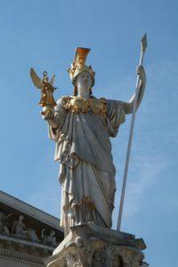 Статуя Афины Паллады в Петербурге на Исаакиевской площади