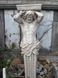 Памятник «Атлант» в Петербурге на Крестовском проспекте