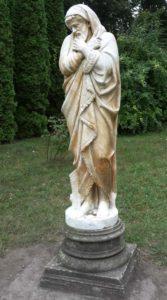 Скульптура «Зима» в Петербурге в Летнем саду