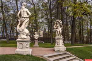 Скульптура «Осень» в Петербурге в Летнем саду
