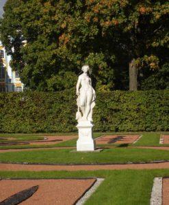 Скульптура «Мир» в Петербурге в Константиновском дворце