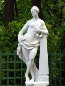 Скульптора «Слава» в Петербурге в Летнем саду