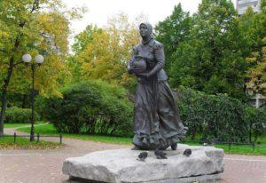 Скульптура «Охтенка» в Петербурге в парке «Нева»