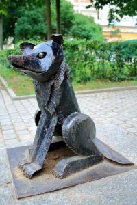 Скульптура «Добрая собака» в Петербурге на Малой Садовой ул.