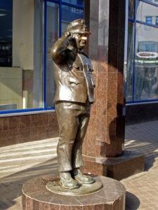 Скульптора «Бравый солдат Швейк» в Петербурге в университете «Патэрсон»