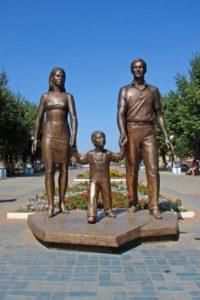 Скульптура «Семья сына» в Петербурге в Муринском парке