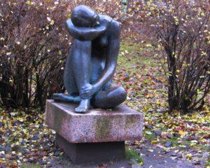 Скульптора «Аленушка» в Петербурге в Александровском парке