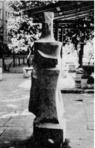 Скульпторы «Король» и «Королева» в Петербурге на ул. Егорова