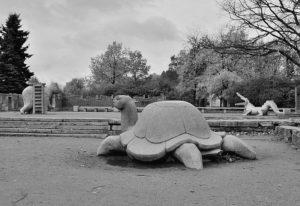 Скульпторы «Лягушки» (две), «Черепаха» в Петербурге на Московском пр.
