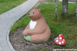 Декоративная фигура «Медведь» в Петербурге на Долгоозерной улице