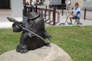 Декоративная фигура «Лягушка» в Петербурге на ул. Маршала Захарова