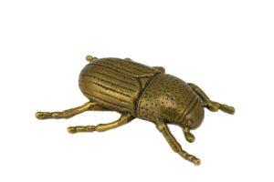 Декоративная фигура «Майский жук» в Петербурге на Гражданской улице