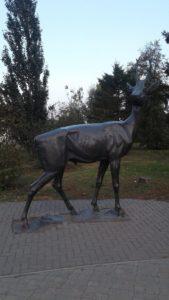 Скульптура «Олень Давида» в Петербурге на Свердловской наб.