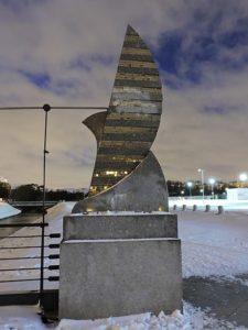 Скульптуры «Грифоны» в Петербурге у Ледового дворца