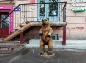 Скульптура «Медведь» в Петербурге на Лесном проспекте