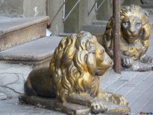 Скульптура «Львы» в Петербурге у ресторана «Диана»