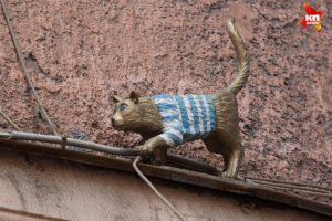 Скульптура «Кошка» в Петербурге на ул. Правды