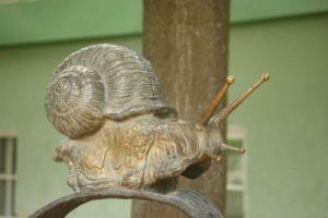 Скульптура «Улитка» в Петербурге на Университетской наб.