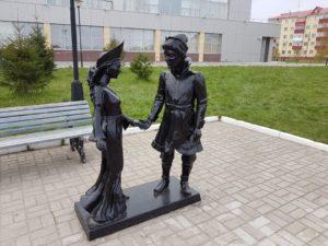 Скульптура «Иван-да-Марья» в Петербурге на пр. Добролюбова