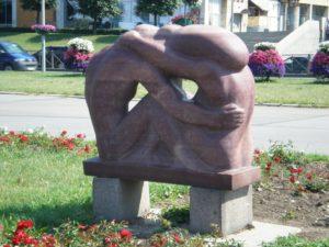 Скульптура «Семья» в Петербурге на Охте