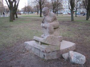Скульптура «Музыкант» в Петербурге на ул. Турку