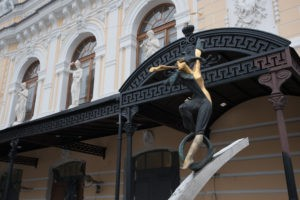 Композиция «Цирк приехал» в Петербурге на наб. р. Фонтанки