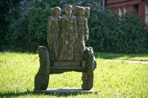 Скульптура «Колесница» в Петербурге в Голицынском сквере