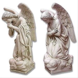 Скульптура «Ангелы-хранители» в Петербурге на наб. р. Фонтанки