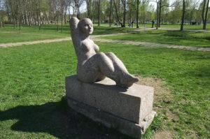 Скульптура «Восходящее солнце» в Петербурге в Муринском парке