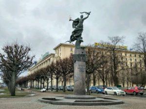 Композиция «300 лет Санкт-Петербургу» в Петербурге на Пионерской пл.