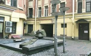 Скульптура «Капитель» в Петербурге на ул. Жуковского
