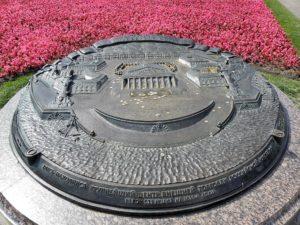 Памятный знак «Стрелка Васильевского острова» в Петербурге на Стрелке Васильевского острова